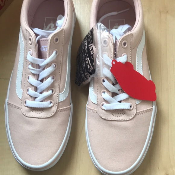 1d68c810fccc26 NIB Vans Ward Women s Skate Shoes